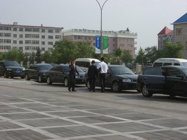 Motorcade queues up in Hailaer